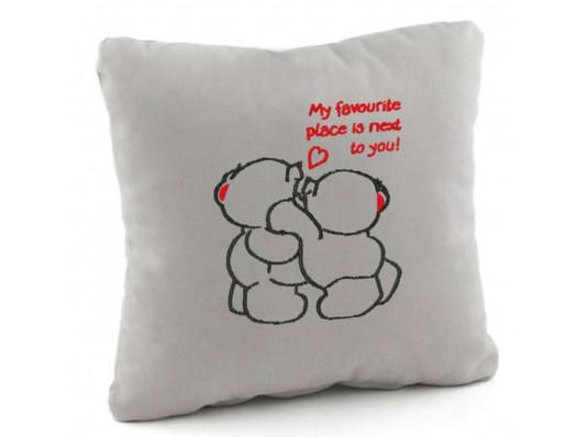Подушка «Люблю быть рядом с тобой», 4 цвета купить в интернет магазине подарков ПраздникШоп