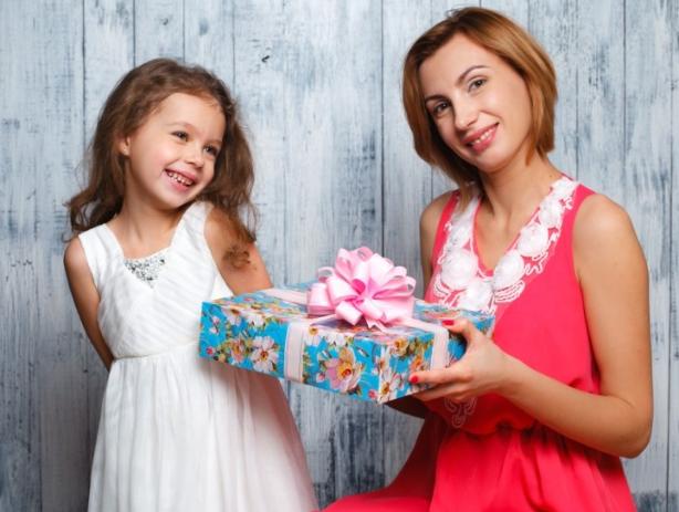Главный подарок для мамы - наше внимание и забота